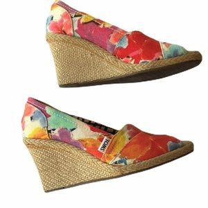 TOMS tropical floral wedges